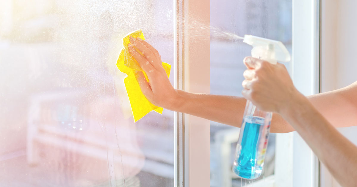 Миємо рами і стулки металопластикових вікон