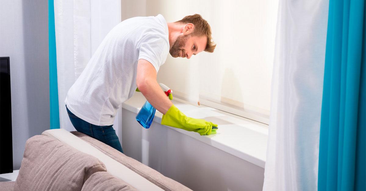 Чего не стоит делать при мытье подоконников?