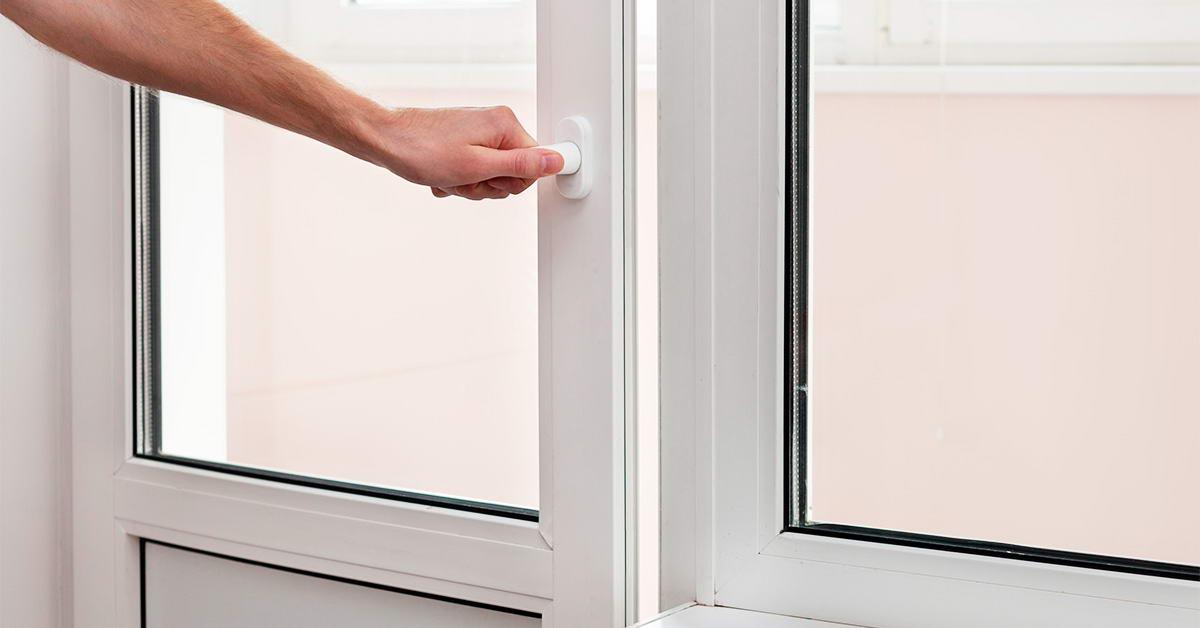Чому пластикові двері можуть скрипіти