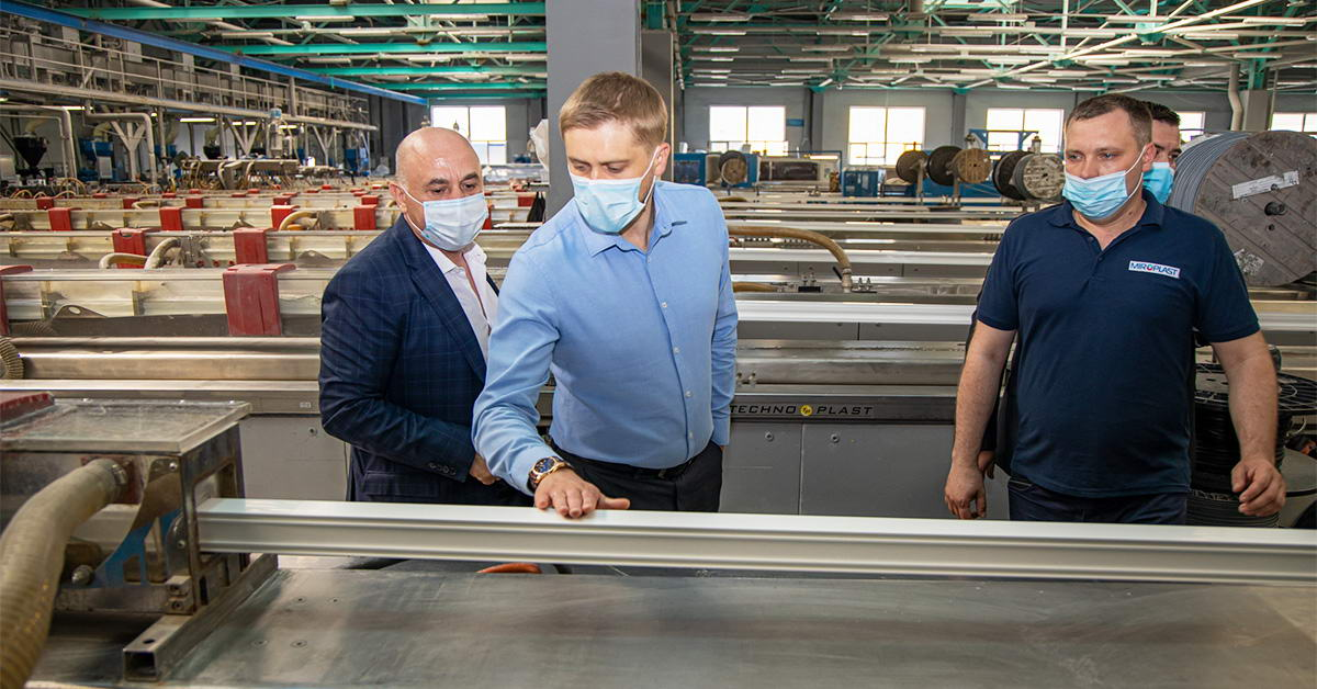 Визит председателя ДнепрОГА Александра Бондаренко на завод «МИРОПЛАСТ»