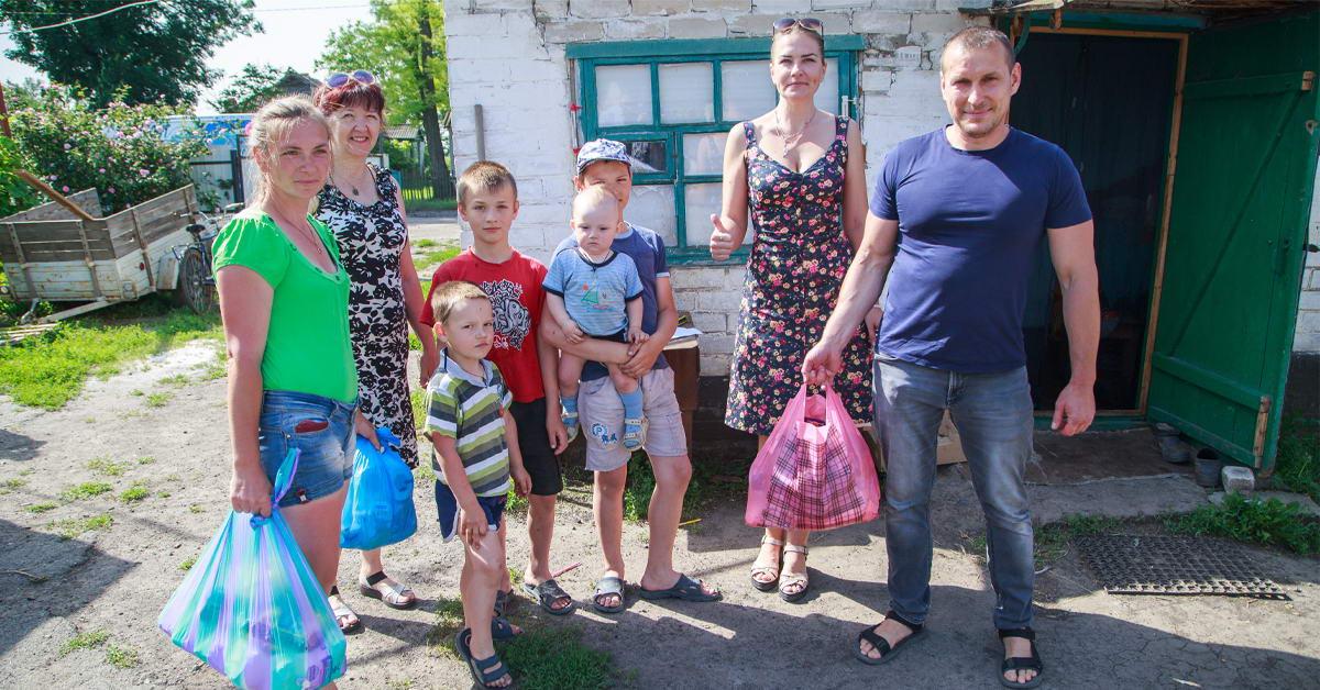 МИРОПЛАСТ обеспечил 177 семей Магдалиновского района продуктовыми наборами.