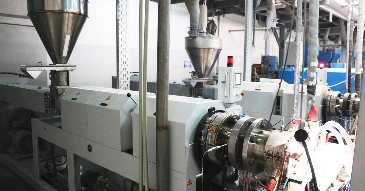 МІРОПЛАСТ встановив на виробництві три нові екструдери