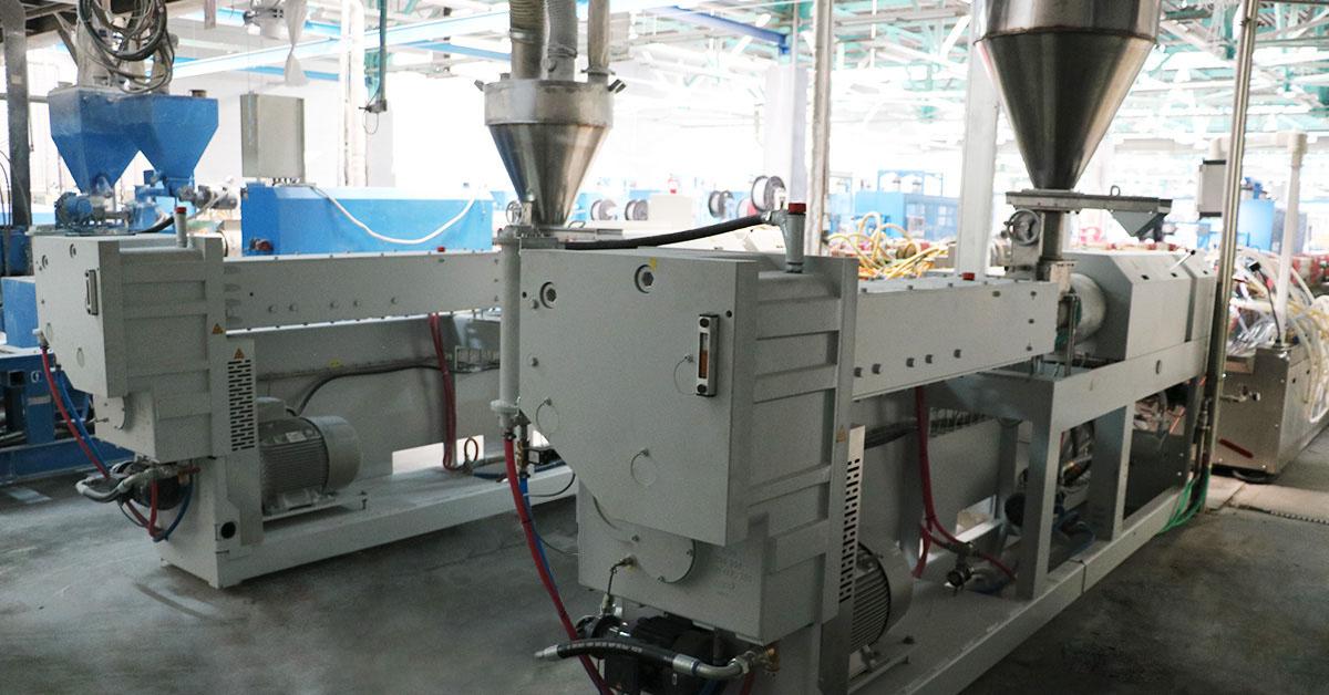 МИРОПЛАСТ установил на производстве три новых экструдера